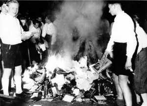 немцы сжигают книги