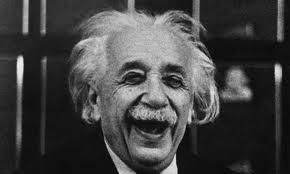 смеющийся Эйнштейн