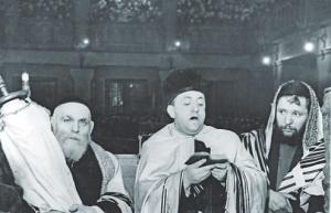 """""""Кейл моле рахамим"""" памяти жертв нацизма, Александрович в Московской синагоге, 14 марта 1945г. foto http://www.ng.ru/ng_religii/"""