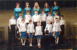 """ansamblis """"Aviv"""" (vadītāja - I.Movšoviča) un Rīgas sinagogu zēnu koris (mākslinieciskais vadītājs - V.Šuļmans)"""
