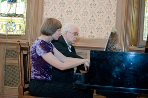 Раффи Хараджанян и Инга Саркане играют сочинение Михаила Бурштина фото - Сергей Мелконов