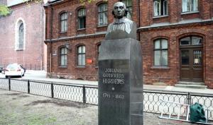 памятник И.Г.Гердеру в Риге foto www.lsm.lv