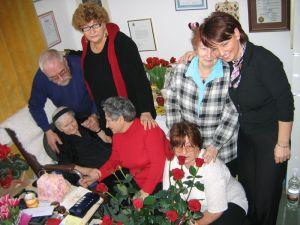 Спасенные и их дети в гостях у Ирены Сендлер foto http://rybkovskaya.ru/irena-sandler/